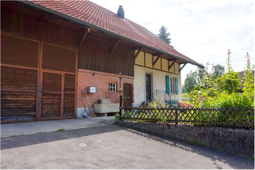 Ins, Erlach - For Sale - 770.000 CHF