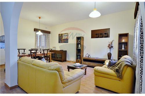 Swieqi, Sliema and St Julians Surroundings - For Sale - 250,000 €