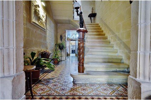 Mosta, Central - For Sale - 450,000 €