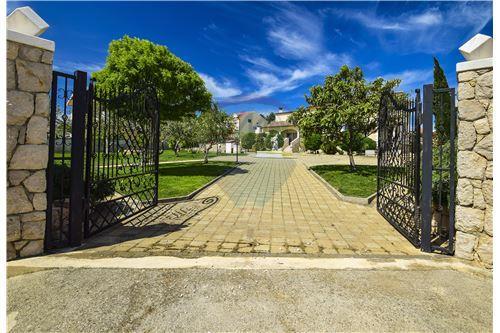 Vodice, Šibensko-Kninska županija - For Sale - 1,150,000 €