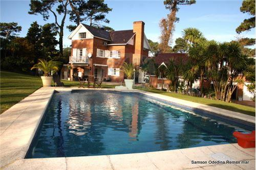Playa Mansa, Zona Punta del Este - For Sale - 1,400,000 USD